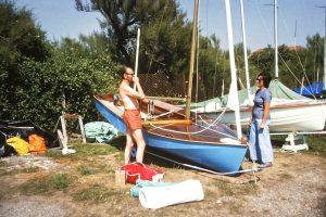 Daphne Fullagar talking with unknown seafly owner, Worthing, July 75 (photo: P.Fullagar)